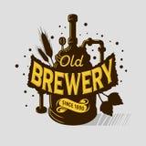 Installation de ébullition d'équipement de Logo Emblem Print Design Brewery de bière Style artistique de Tatoo de bande dessinée  Images libres de droits
