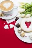 Installation de bonbons à Saint-Valentin images stock