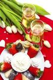 Installation de bonbons et de champagne à Saint-Valentin Image stock