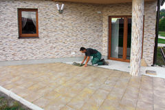 Installation de carrelages Image libre de droits