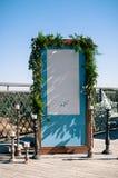 Installation de décoration de mariage, écran bleu avec l'espace blanc de copie image stock