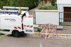 Installation de fibre optique dans la vue de voisinage d'en haut Photos stock