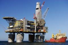 Installation de forage de pétrole Photographie stock libre de droits