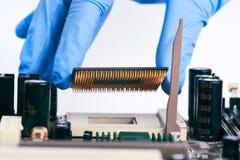 Installation de l'unité centrale de traitement Chip On Motherboard photo libre de droits