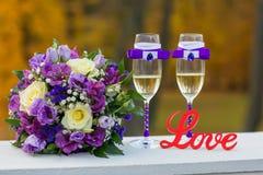 Installation de mariage avec amour en bois de signe Photo stock