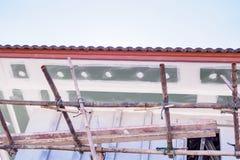 Installation de panneau de soffite et de fasce photos libres de droits
