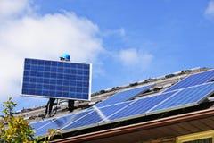Installation de panneau solaire Image libre de droits