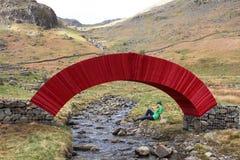 Installation de papier d'art de pont, secteur de lac Images stock