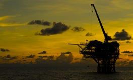 Installation de production de pétrole photographie stock libre de droits