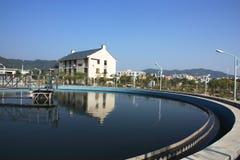 Installation de traitement d'eaux résiduaires Images stock