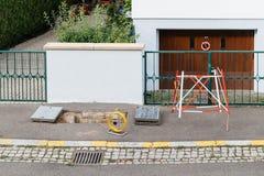 Installation des Faseroptiknetzes in der Stadt Lizenzfreies Stockbild