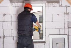 Installation des fenêtres en plastique Photos libres de droits