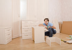 Installation des meubles photographie stock