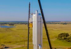 Installation of the distillation column with a lift crane. Construction of an oil refinery stock photography