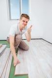 Installation du plancher en stratifié Images libres de droits
