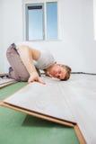 Installation du plancher en stratifié Image libre de droits