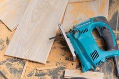 Installation du plancher en stratifi? image stock