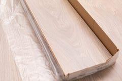 Installation du plancher en stratifi? images stock
