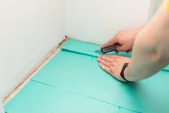 Installation du plancher en stratifi? photos stock