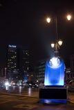 Installation légère homaging de vieilles lampes-torches françaises de poche chez Porte De Namur en tant qu'élément de l'hiver lum Photo libre de droits