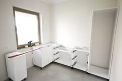 Installation of new white kitchen Royalty Free Stock Photos