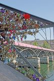 Installation provisoire d'art de rue sur le Pont des Arts (Frances de Paris) Photo stock