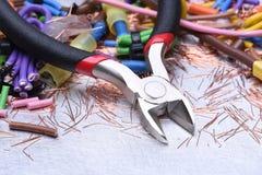 Installation von elektrischem, von Werkzeugen und von Kabeln lizenzfreies stockfoto