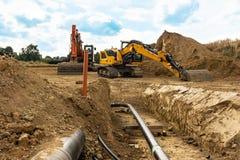 Installation von neuen Gasrohren auf einer Baustelle lizenzfreie stockfotos