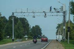 Installationen av kameror av video fixande av kränkningar på huvudvägen i den Kaluga regionen av Ryssland Royaltyfri Bild