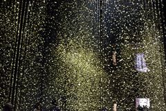 Installationsljus är Tid av medborgaren på Triennale di Milano Arkivfoton
