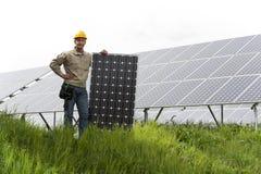 Installazione dei comitati solari immagine stock libera da diritti