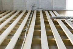 Installazione dei ritardi e dei cavi del pavimento Fotografia Stock Libera da Diritti