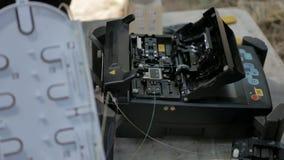 Installazione del cavo dell'internet provider video d archivio