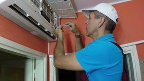 Installazione del condizionamento d'aria video d archivio