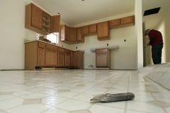 Installazione del pavimento della cucina immagini stock libere da diritti