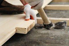 Installazione del pavimento di legno Fotografia Stock Libera da Diritti