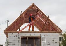 Installazione del sistema del tetto fotografia stock