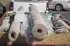 Installazione del tappeto fotografia stock
