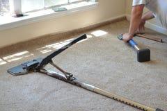 Installazione del tappeto fotografia stock libera da diritti
