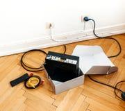 Installazione della insieme-scatola del modem dell'internet provider del cavo Fotografia Stock Libera da Diritti