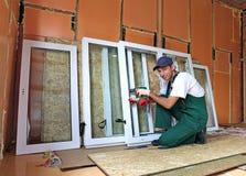 Installazione delle finestre di plastica Fotografie Stock