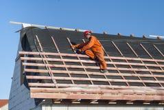 Installazione di un tetto fotografia stock