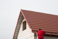 Installazione di un tetto immagine stock libera da diritti