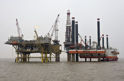 Installazione in mare aperto di produzione di petrolio Fotografia Stock