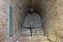 Installazione nell'ossario di Brno, repubblica Ceca dei crani Fotografia Stock Libera da Diritti