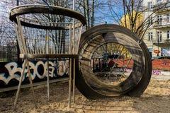 Installazioni del campo da giuoco in un parco Fotografia Stock Libera da Diritti