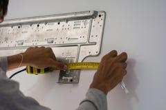 Installeer airconditioner royalty-vrije stock fotografie