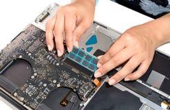 Installera minnesbärbara datorn Arkivbild