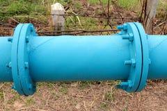 Installera shotpipe för vattenförsörjning royaltyfri fotografi