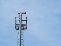 Installerar utomhus- typ för CCTV på pol Royaltyfria Bilder